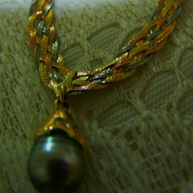 14ct Solid Gold Necklace With Black Tahitian pearl And Diamonds