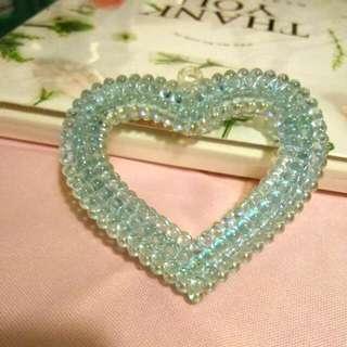 閃亮藍珠愛心飾品