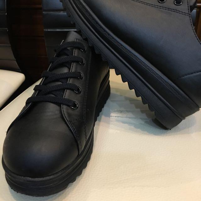 黑色增高鞋
