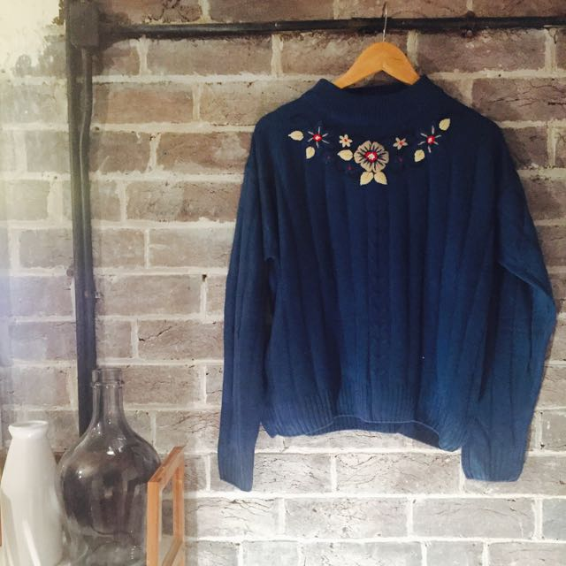 Blue Vintage Knit With Flowers Super Cute ❤️