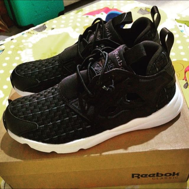 Reebok 黑色編織鞋