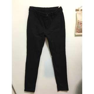 Uniqlo 彈性 黑褲