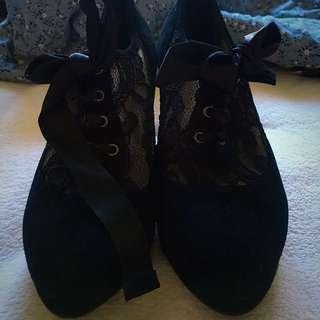 Pin Up Lace Ribbon Heels