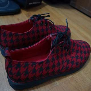 Nokha 3Holes Red Houndstooth