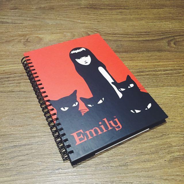 美國插畫家 Emily the Stranger 艾蜜莉怪怪女孩與黑貓筆記本