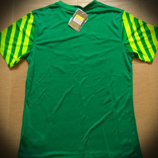 buy online d1b7e f30ac BNWT FC Barcelona Goalkeeper Football Jersey, Sports on ...