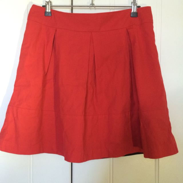Review Red Pleated Skirt