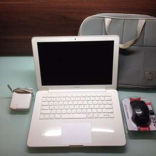 Macbook White 6.1 2009 No Box (Charger + Laptop Bag + Wireless Mouse)