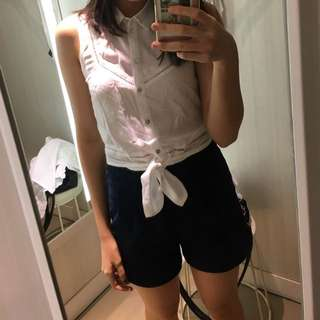 H&M Delicate white sleeveless button up top