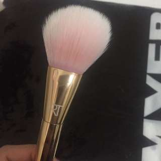 Real Techniques Brush 300 Tapered Blush Brush