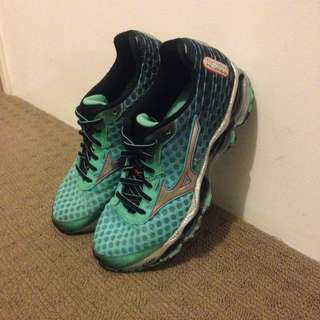 RARE Mizuno Wave Prophecy 4