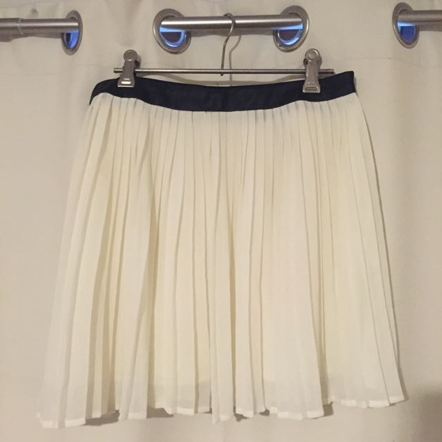 Cream Pleated Skirt Size 10