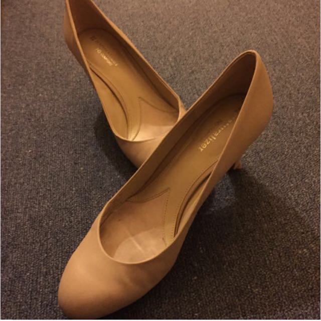 Neutraliser Size 40 Nude Pumps