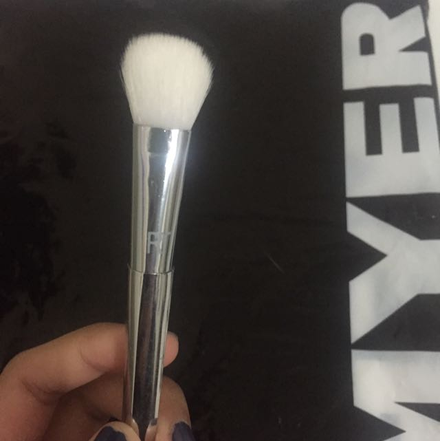 Real Techniques Brush 200 Oval Shadow Brush