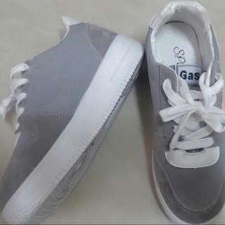 今年流行厚底增高鞋🌟