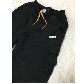 專櫃品牌 愛迪達 adidas男款黑色機能口袋防風運動褲 ‧M號