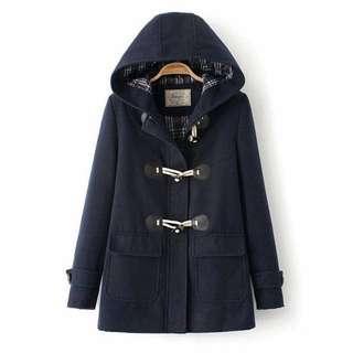 深藍色牛角扣外套