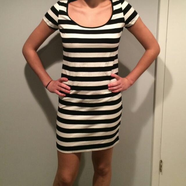56e03801f662 H M Black   White Stripe Jersey Dress
