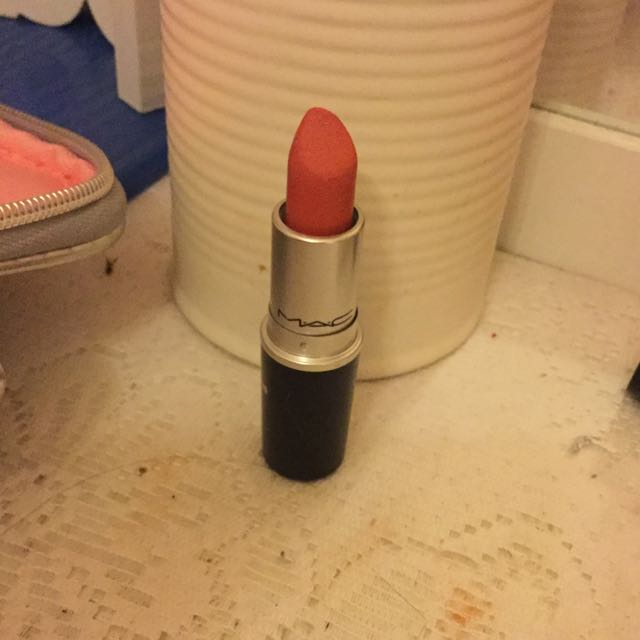 MAC- Runway Hit Lipstick