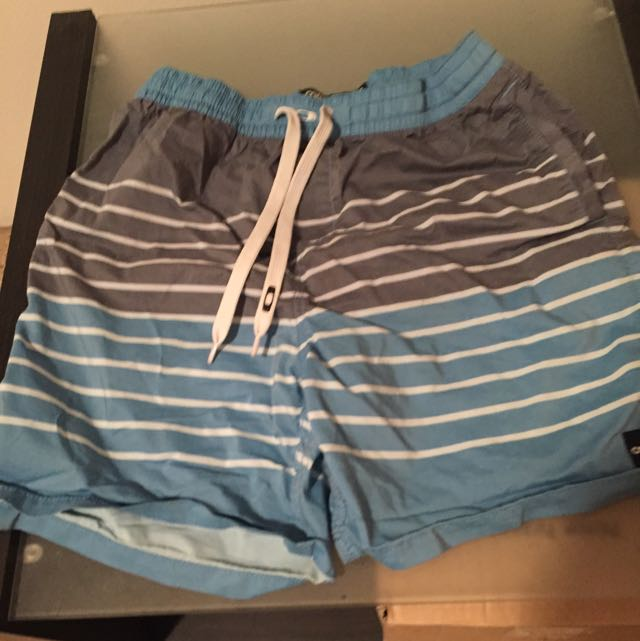Men's Oakley Shorts - Size 30