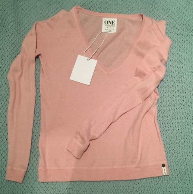 ONE teaspoon Pull Over - NEW w/ Tags