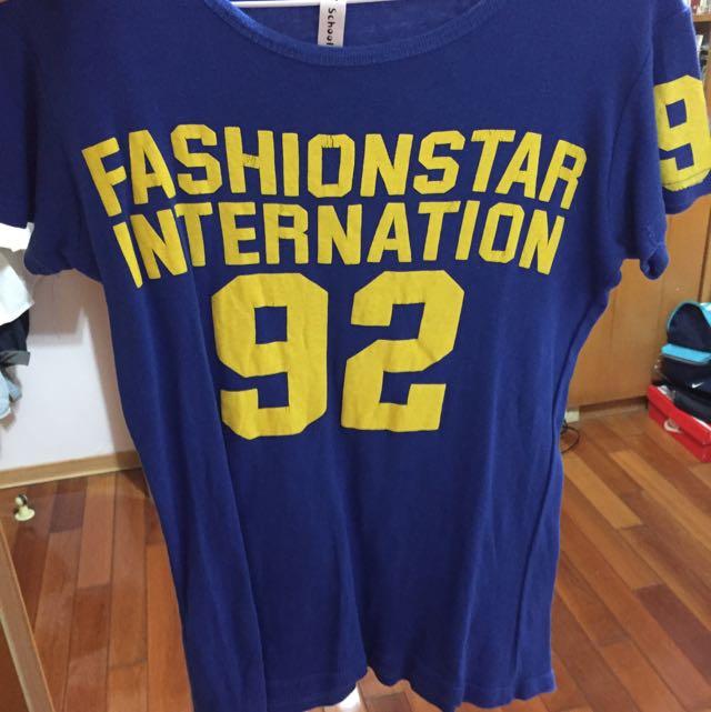 字母藍色Tshirt