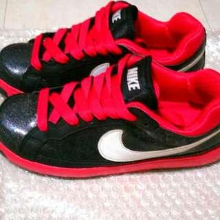 Nike鞋近全新24號
