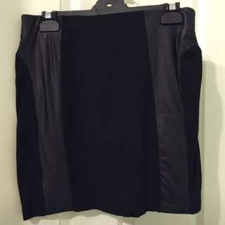 Black And Leather skirt. Size S.