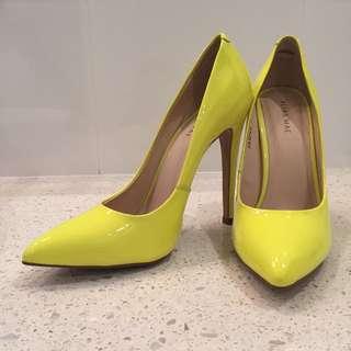 Alias Mae - neon yellow stilettos