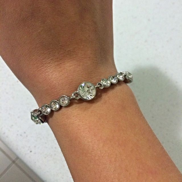 Bracelet with clear crystals