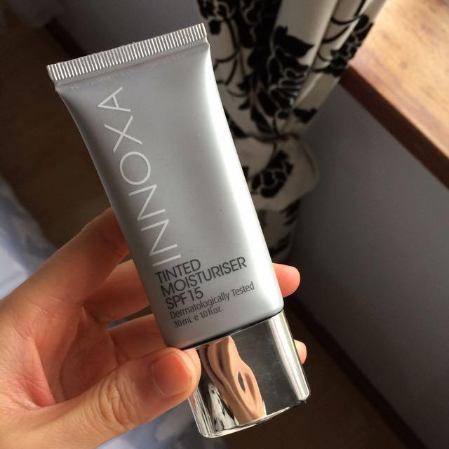 Innoxa Skin Tinted Moisturiser SPF15