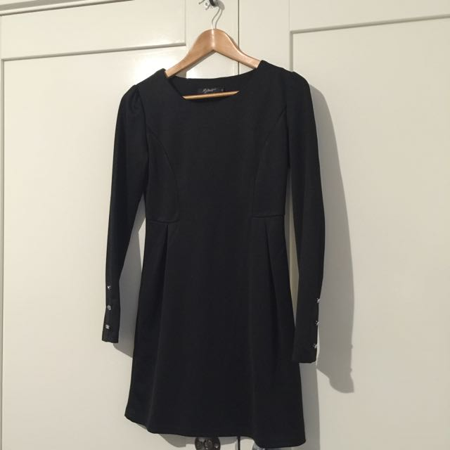 Long Sleeved Black Dress (size 6/small)