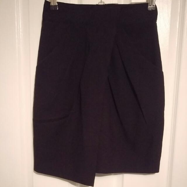 Mid Waisted Black Skirt With Pockets Size 6