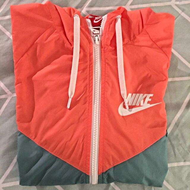 Nike Wind runner Size XS
