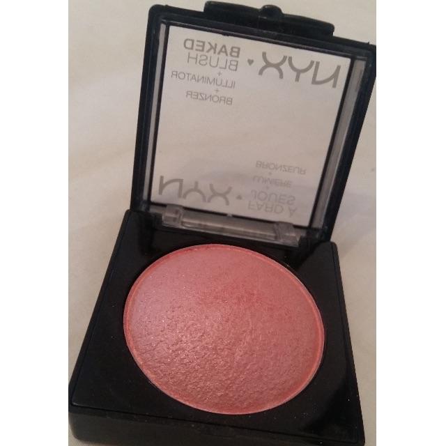 Ladylike NYX  Baked blush