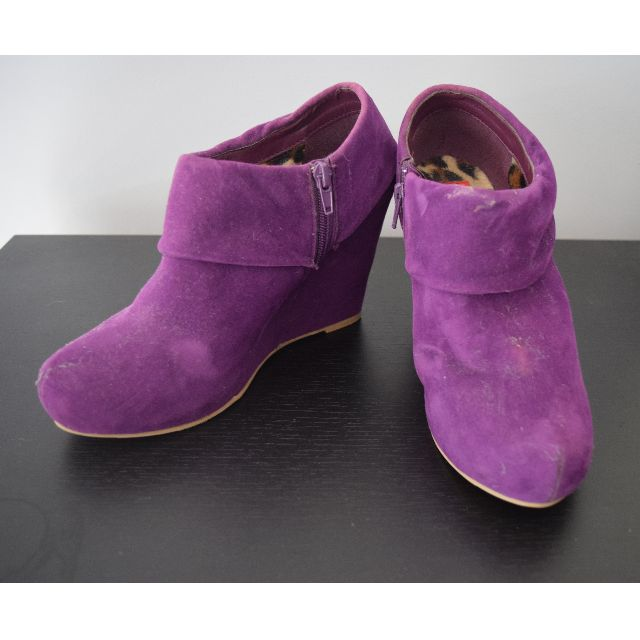Purple suede wedge