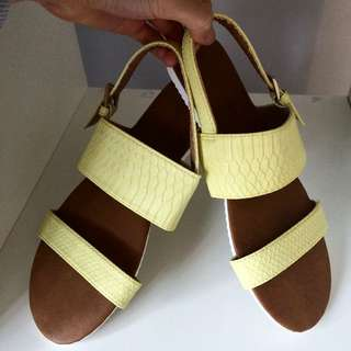 Target Collection Lemon Sandals Size 6