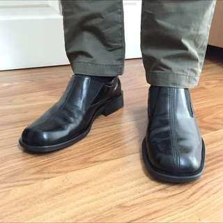 YONGKI KOMALADI Sepatu Kerja Pantovel