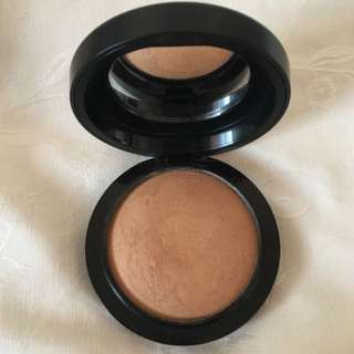 MAC Mineralize Skinfinish in Medium Dark