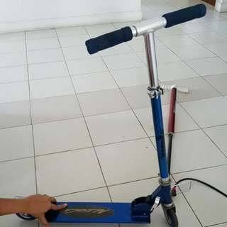 Kick Scooter For 5- 8 Year Old. Aloeca Brand .. Blue In Color. Condition 7.5/10. Some Issues While Folding. Rides Perfect. Will Close At 7 For Fast Deal