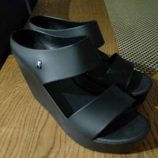 Size 9 Melissa Wedge