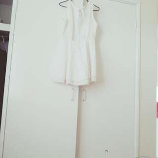 ALLY FASHiON White Lacy Short But Classy Dress Size 14