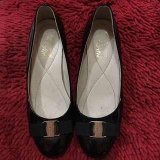 Salvatore Ferragamo Vara Pump Shoes