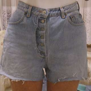 Vintage Levis cut off denim shorts Size 6-8