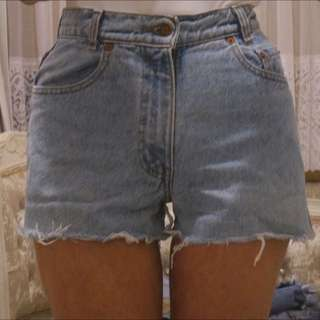 Vintage Levi Cut Off Denim Shorts Size 6-8