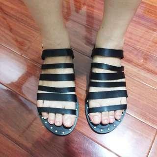 全新ZALORA購入皮質黑色龐克風卯釘裝飾夏季涼鞋