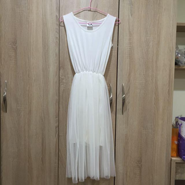 白色露肩連身洋裝
