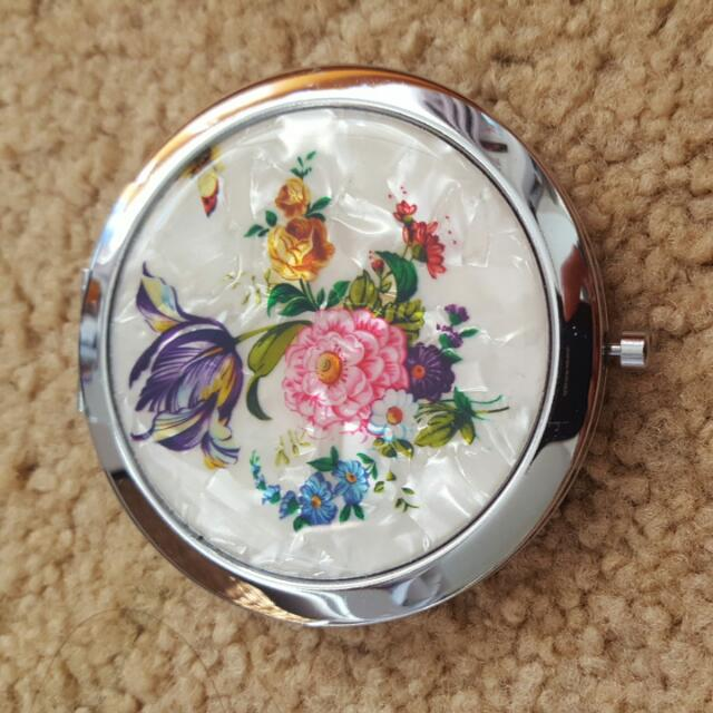 Antique Looking Compact Mirror