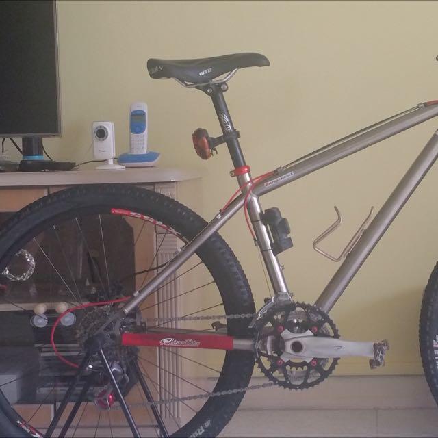 Mountain bike mtb Fox Shimano XTR Titanium Alot Of Freebies!
