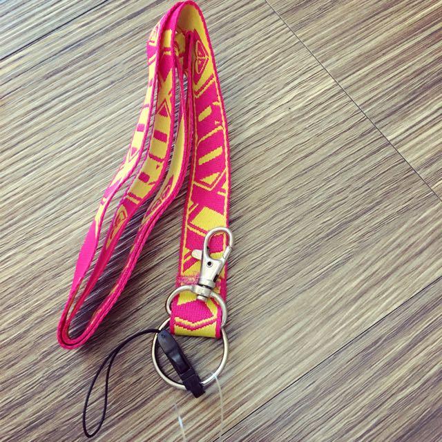 電繡雙面桃黃ROXY 手機吊繩 鑰匙圈